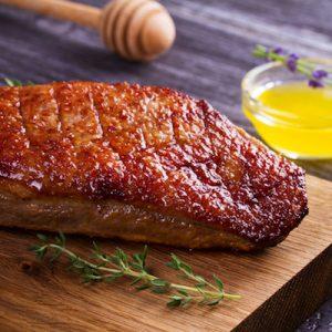 Canard (d'environ 2,5 Kg à 3,5 Kg)  : 8€ / kg – (réservation 10 € restant à payer à la livraison)
